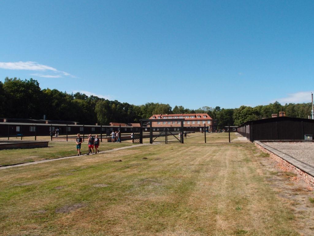 Bývalý koncentrační tábor Sztutowo je mrazivým místem, které však stojí za navštívení.